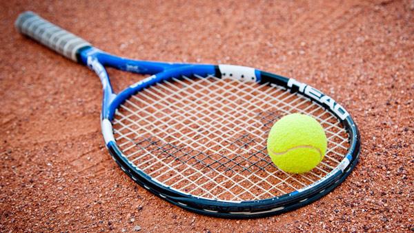 Tenisz pálya nyári szezon